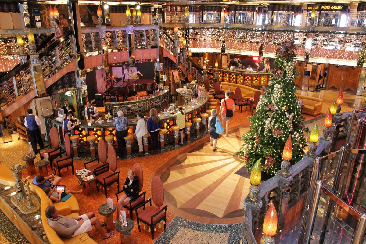http://sfvincent.fr/voyages/Caraibes/Journal_de_bord_2012/CostaMediterranea_Atrium01.jpg