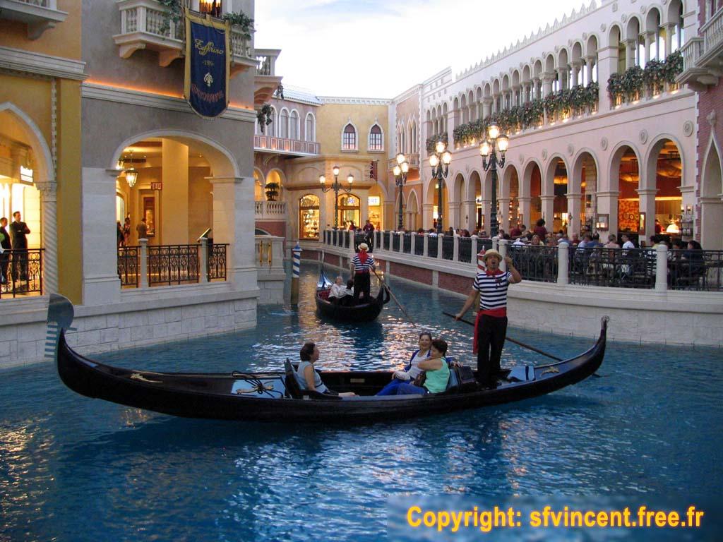 Las vegas le 39 venetian 39 est un mod le r duit de la ville for Hotel venise piscine interieure