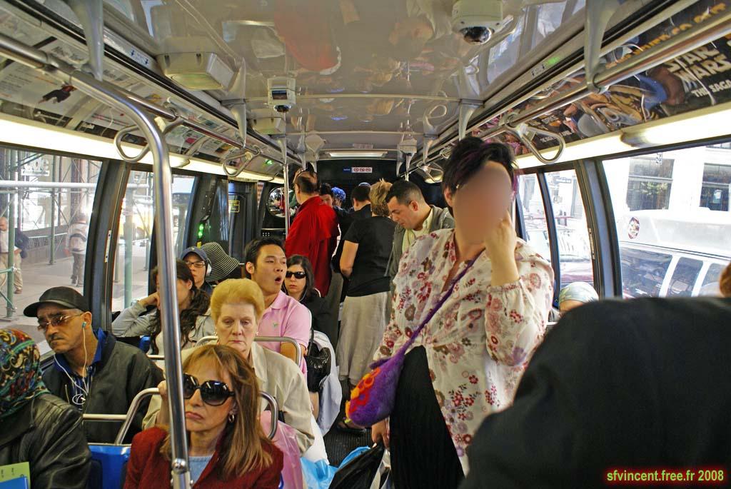 Taxi New York >> NEW YORK Intérieur d'un bus. Remarquez la mine réjouie des ...