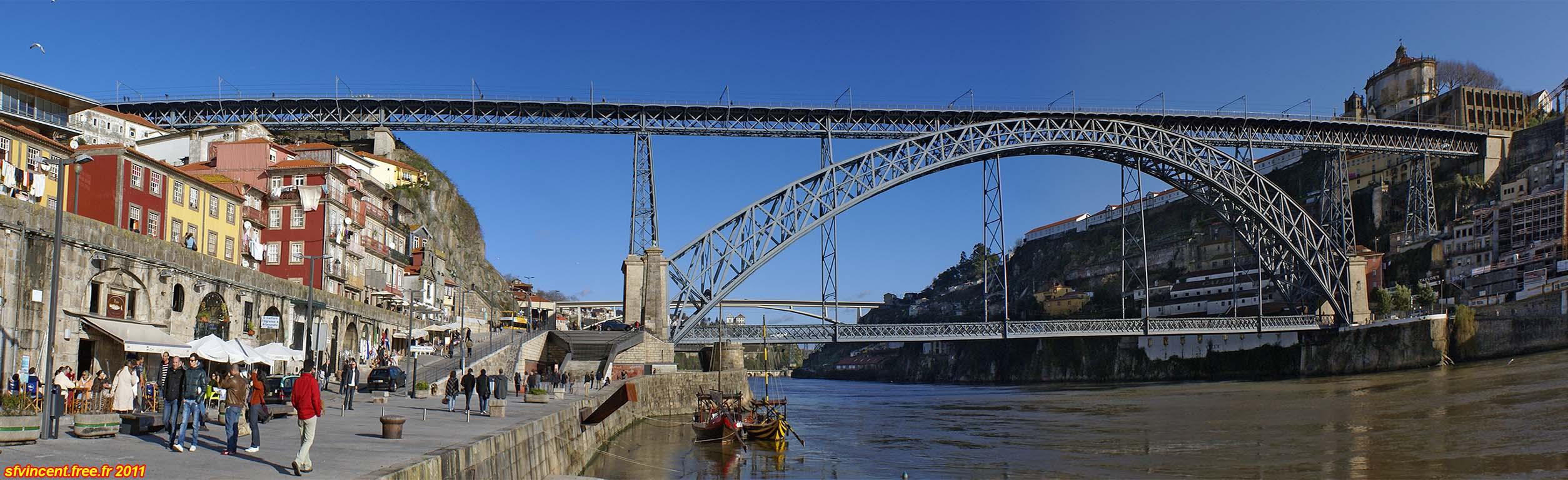 Ville de Porto, Portugal. Le pont Louis I. Assemblage panoramique de 3 ...