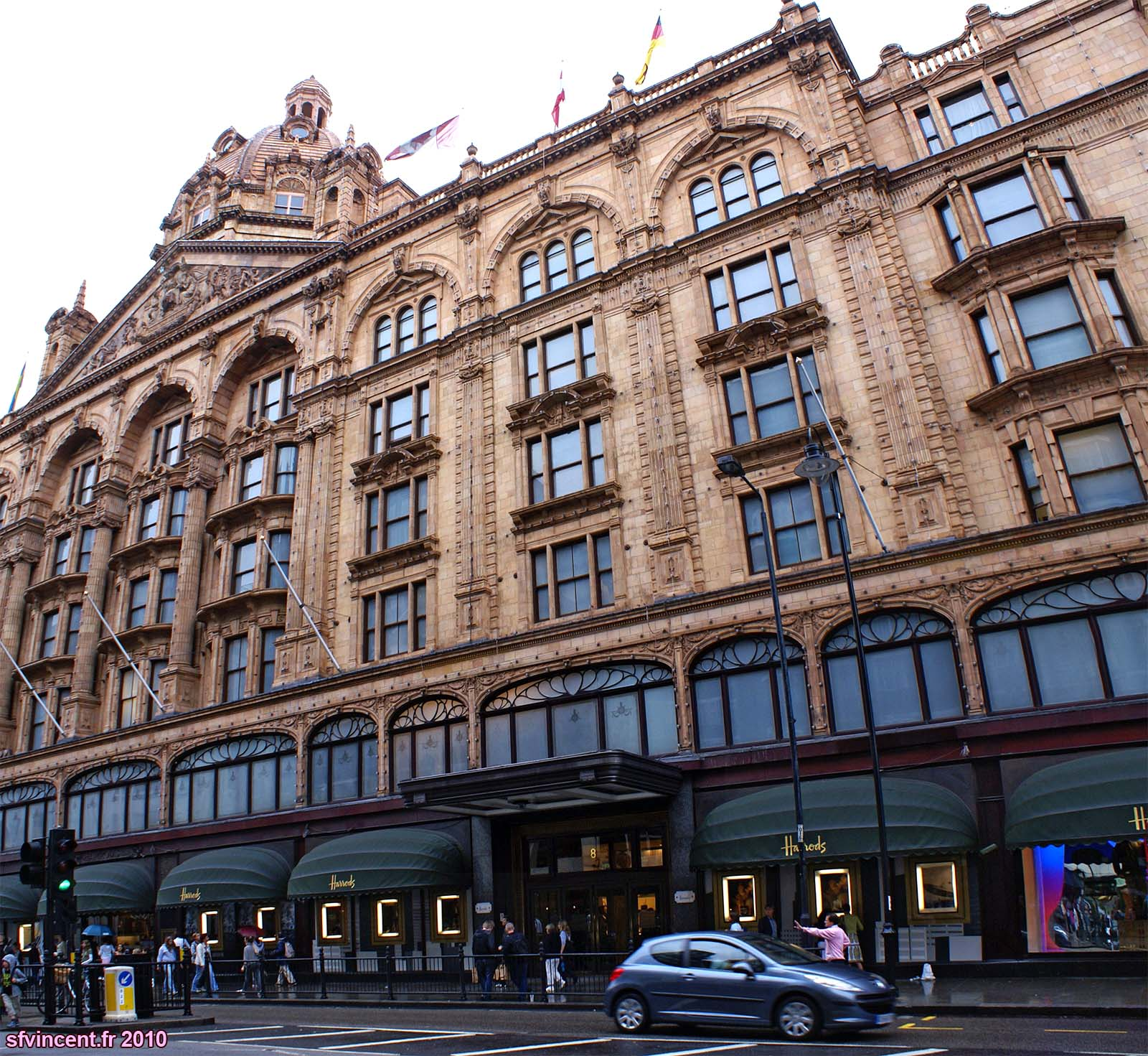 Grand magasin harrods londres avant m me d 39 entrer l 39 architecture - Grand magasin de jouet londres ...